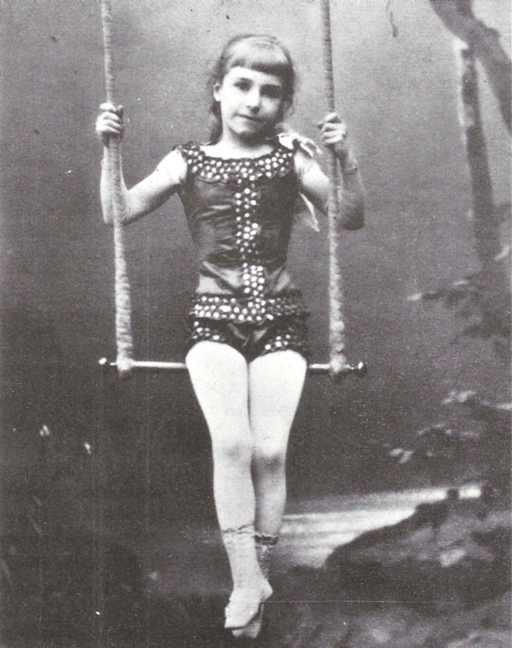 En meget ung elvira madigan. (foto fra bogen: cirkus i sverige)